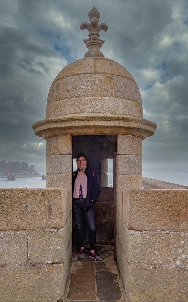 Sur le rempart de St Malo...  50498527651_2fd9e54878_b