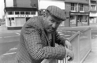 Man on street corner, Anne St, Carr St, Hull, 1988 88-6h-66-positive_2400