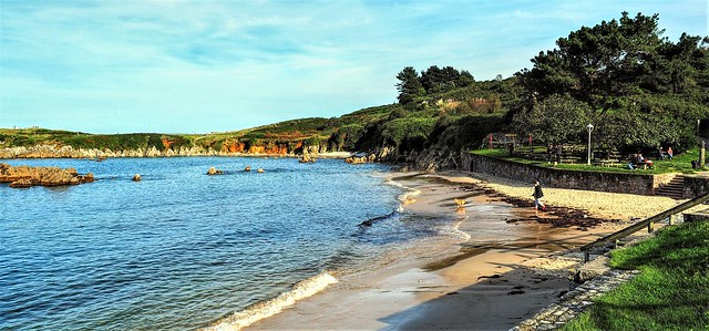 Playa del Toró en la pleamar.  Llanes. Asturias.