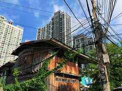 #bangkok #juxtaposition: old & new #connected