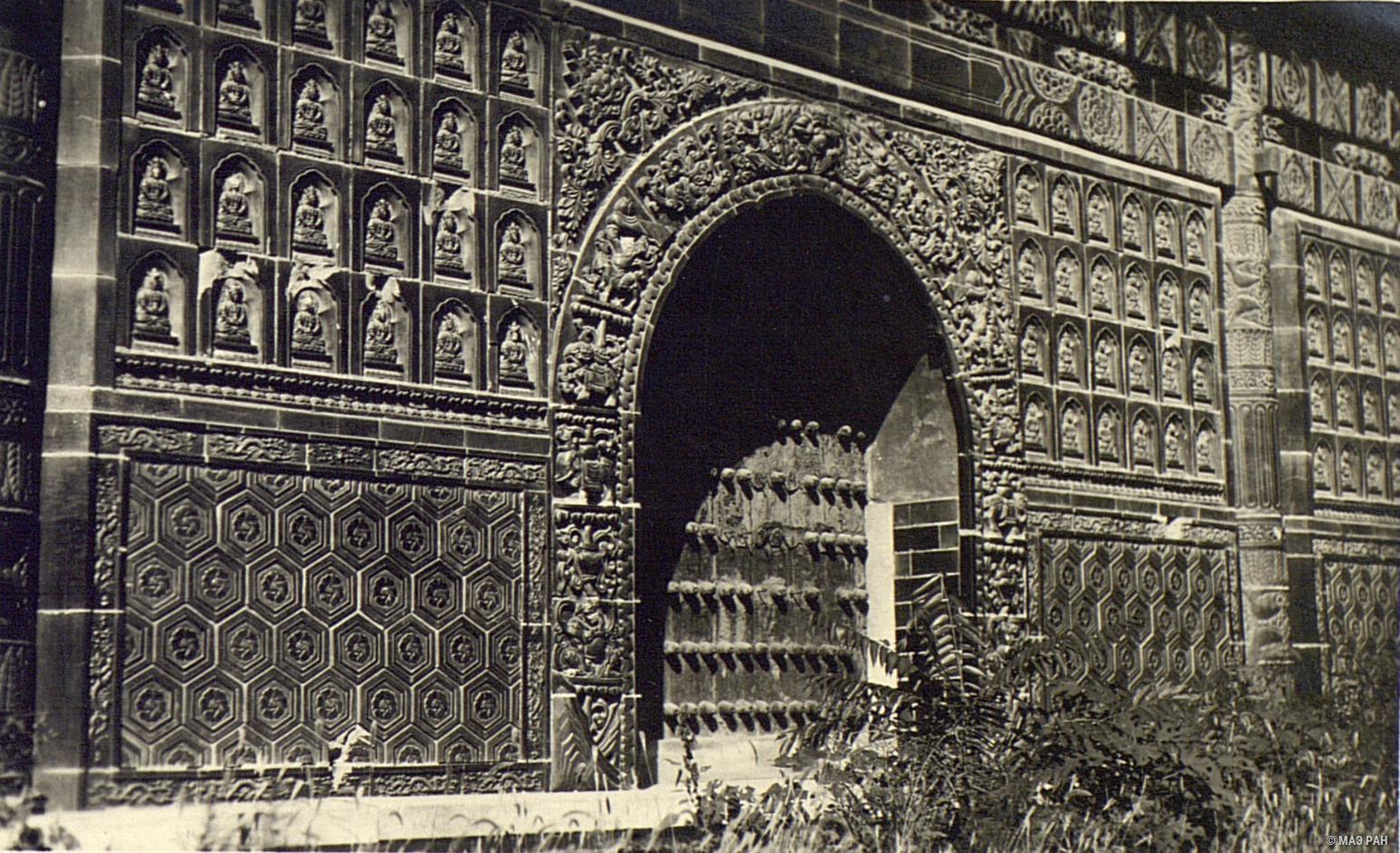 Павильон в парке Бэйхай. Фрагмент стены с изображением Будд
