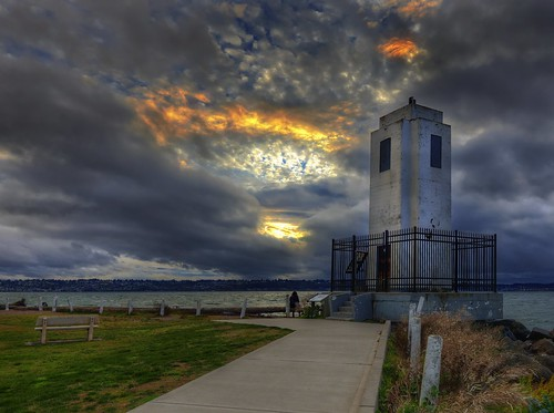 pacificnorthwest washingtonstate brownspointlighthouse sunset lighthouse clouds pugetsound
