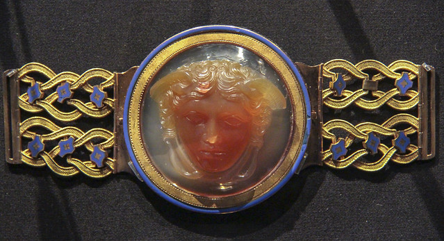 Belt clasp with a cameo of the head of Medusa, France, Paris, about 1780-1800, gold and enamel with a cameo of layered agate