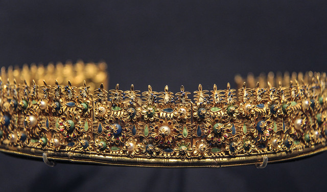 'Cumae'diadem, Italy, about 1860-80, made by Castellani, Gold with pearls, glass beads and enamel, Copy of anEtruscan oriinal of 300-200BC
