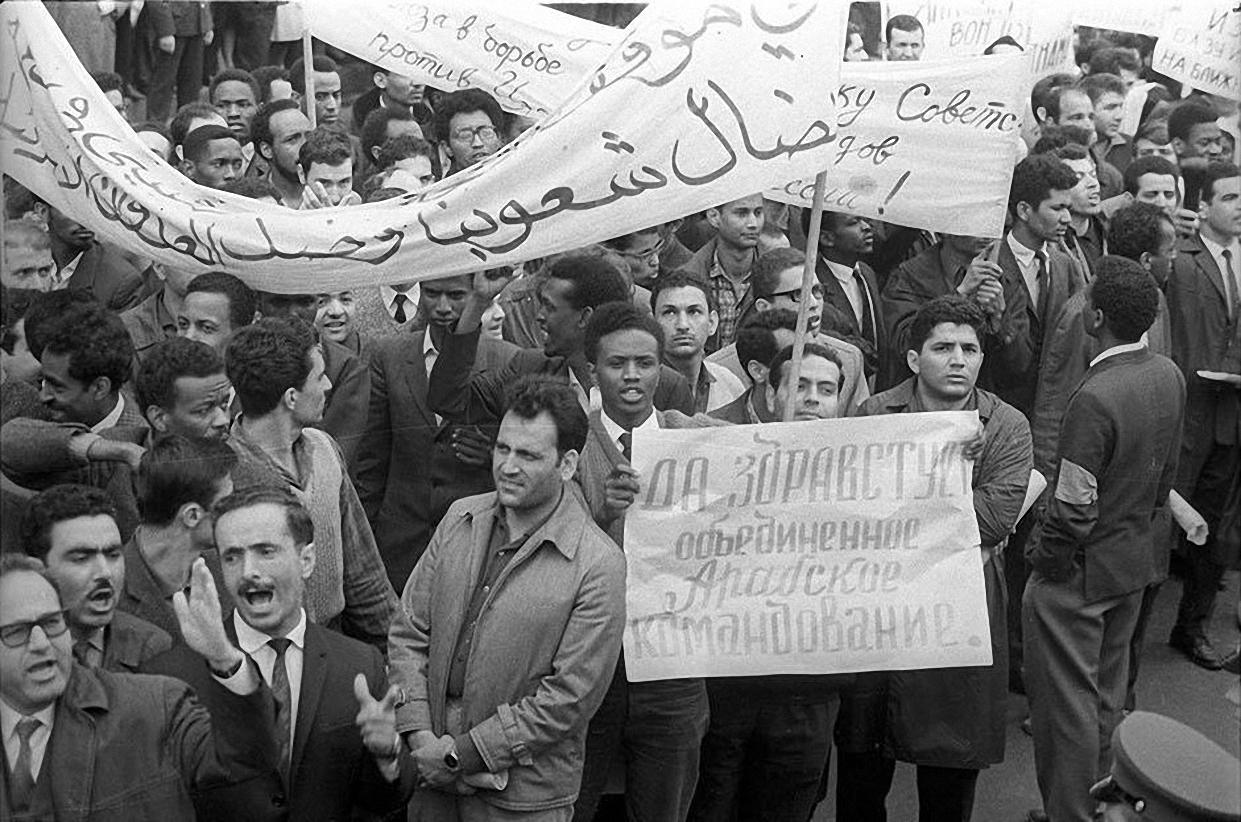 1957. Демонстрация