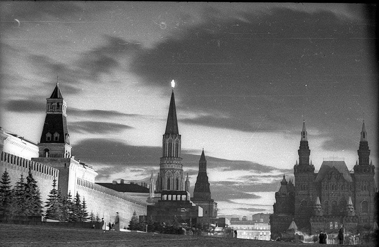 1950-е. Красная площадь, закат (этюд)