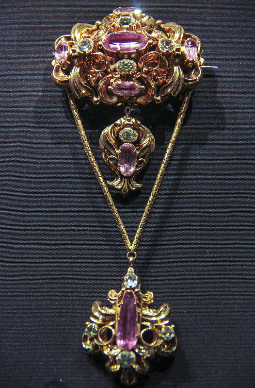 Brooch with pendants, England, about 1835-50, with later chain, Stamped gold set with painted and foiled pink topaz and yellow foiled chrysoberyl
