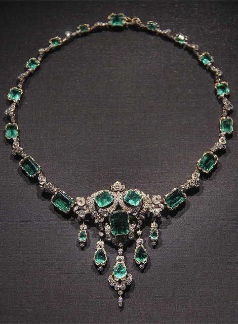 Necklace, England, the setting probably 1874-87, Emeralds and brilliant-cut diamonds set in gold an dsilver
