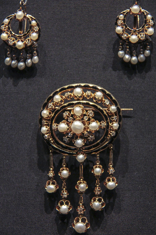 Brooch and earrings in the Moroccan manner, France, Paris, about 1860-70, Gold enamelled in black, with rose-andbrilliant- cut diamonds and pearls