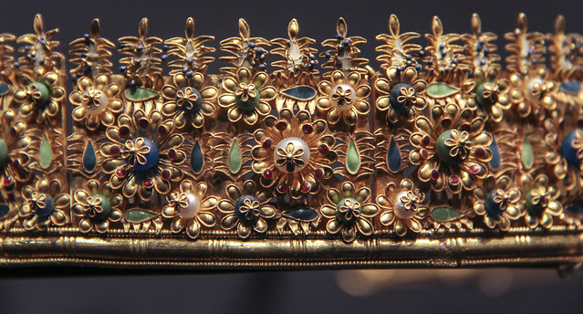 Detail - 'Cumae'diadem, Italy, about 1860-80, made by Castellani, Gold with pearls, glass beads and enamel, Copy of anEtruscan oriinal of 300-200BC