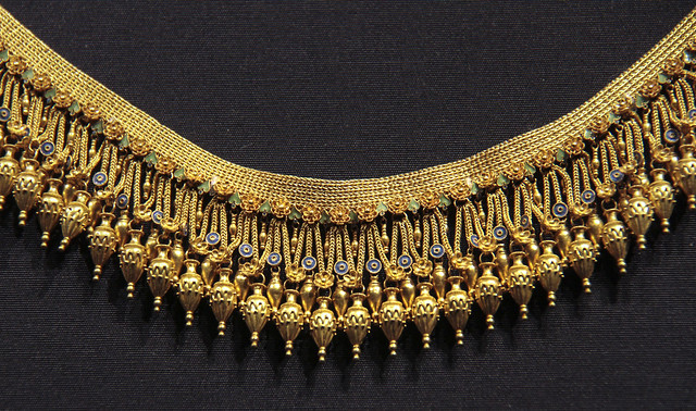 Necklace, Italy, Naples, about 1870, made by Giacinto Melillo for Alessandro Castellani, gold with painted wire, enamel, filigree and granulation