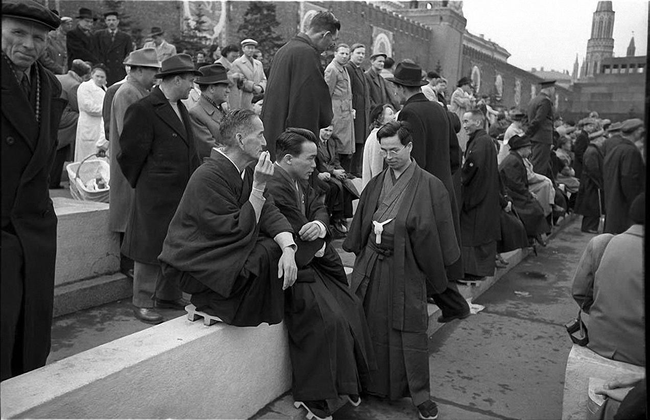 1957. Японцы на параде на Красной площади