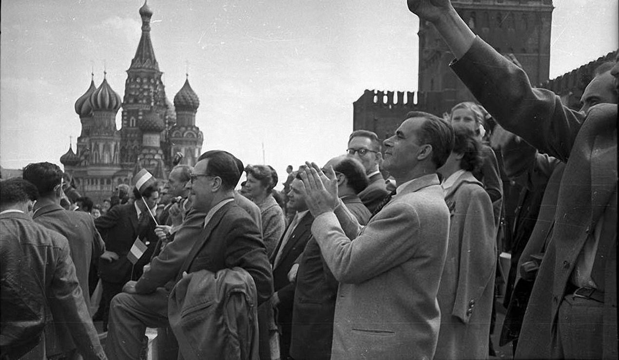 1957. Демонстрация2