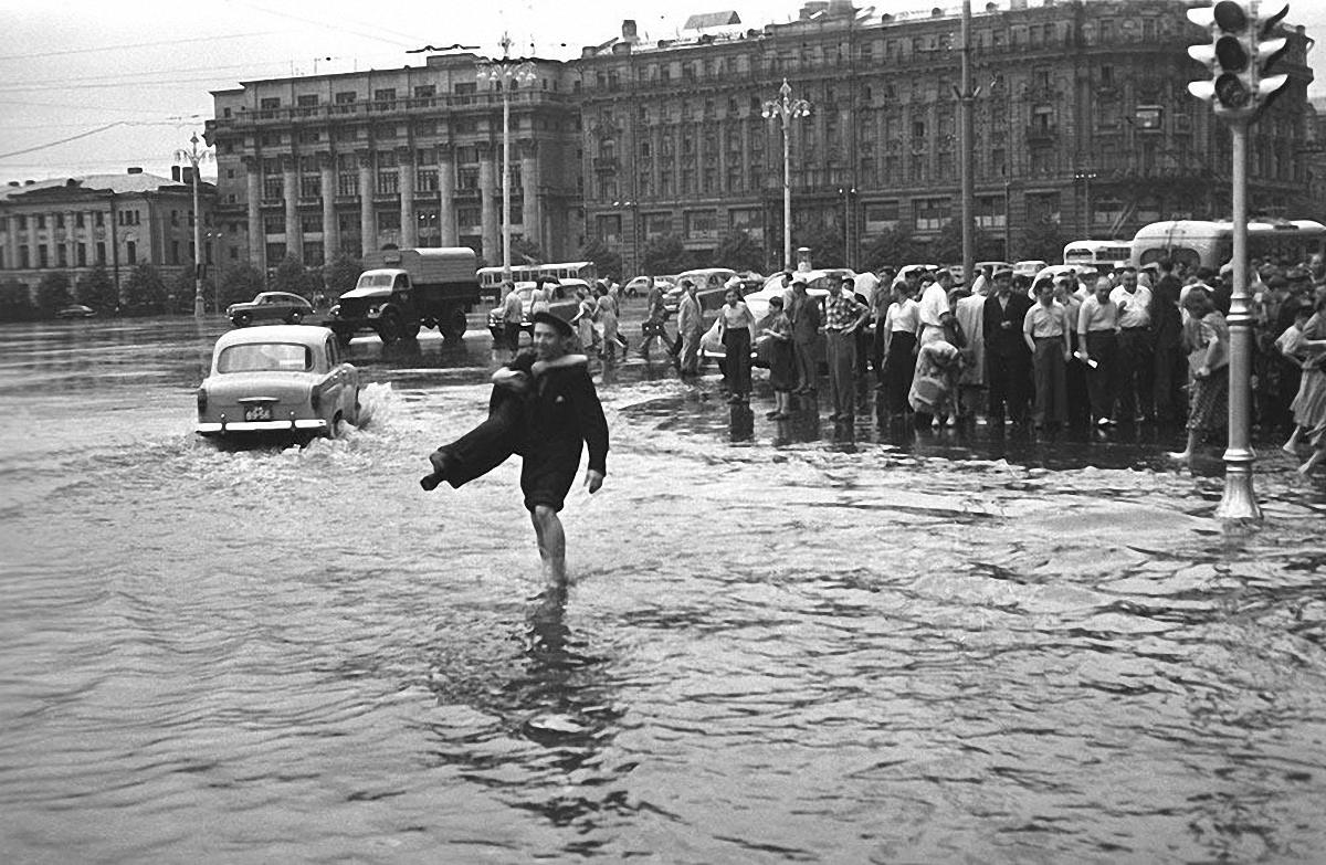 1950-е. После дождя. Пешеходный переход. Манежная площадь