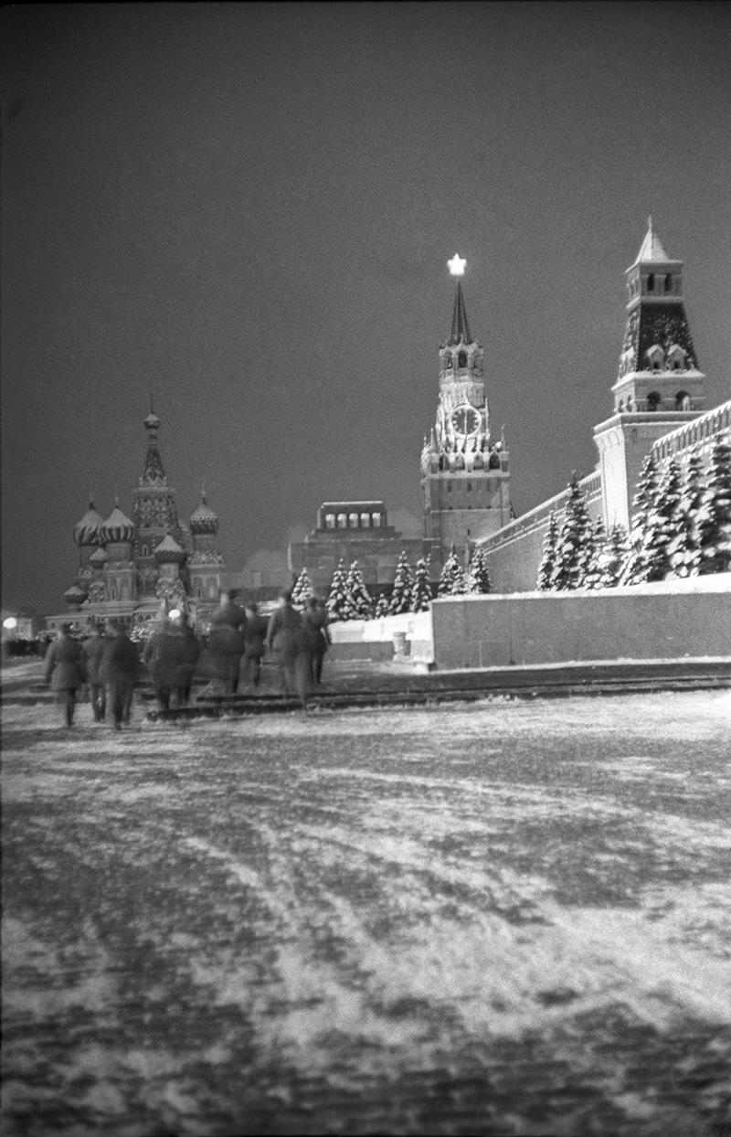 1950-е. Красная площадь. Вечерний обход