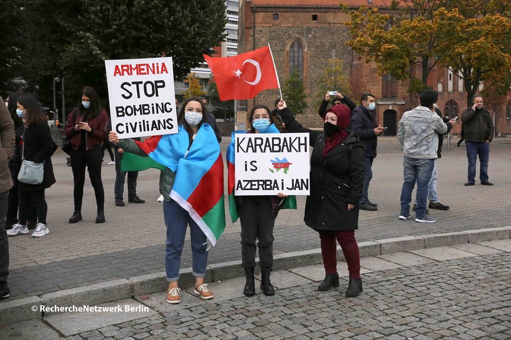 17.10.2020 Berlin: türkische und aserbaidschanische Nationalisten demonstrieren gegen