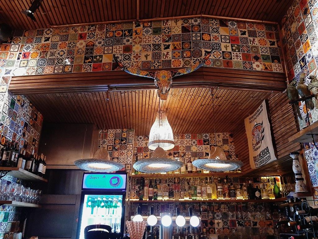 Interior Rosita's cantina I
