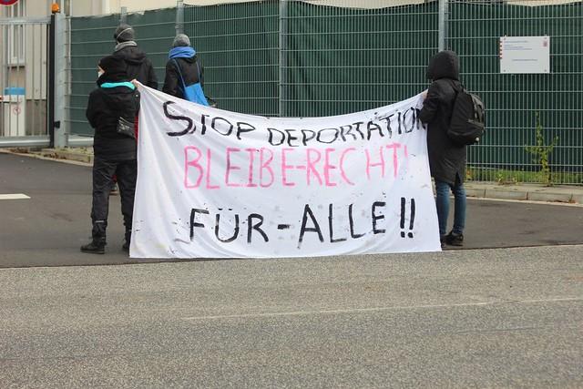 Demo vor Erstaufnahmelager in Kassel-Niederzwehren 17.10.2020