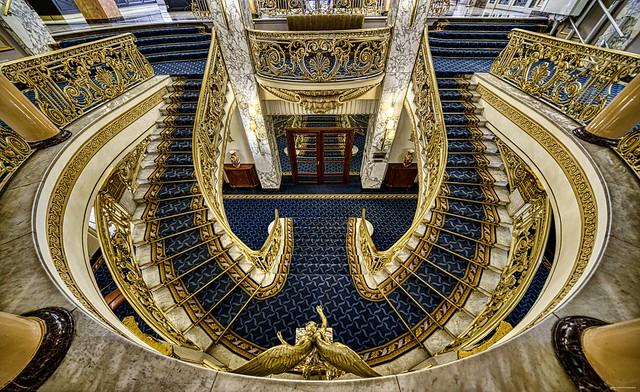 Escalera señorial / Stately staircase (Avenida Palace Hotel)
