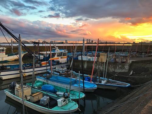 port boat fishingboat sunset cloud clouds chiba japan ichikawa tokyobay iphone iphone6splus