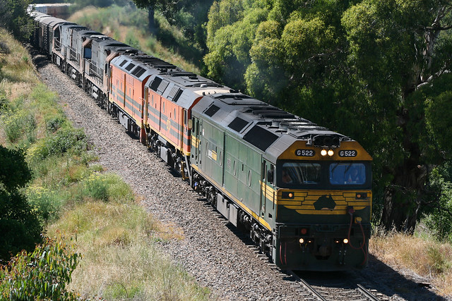 428. G522,2212,ALF21,NR81 ,NR82 ,NR83  on 5MP9 at Yantaringa 30-11-2007