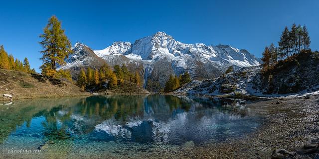 Panorama automnal du lac Bleu (Switzerland)