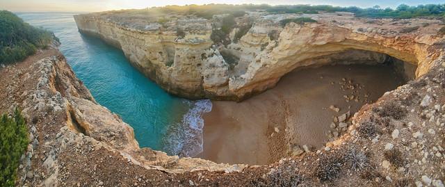 Caverna desmantelada por acción litoral - Praia do Cão Raivoso, Benagil (Portugal) - 01