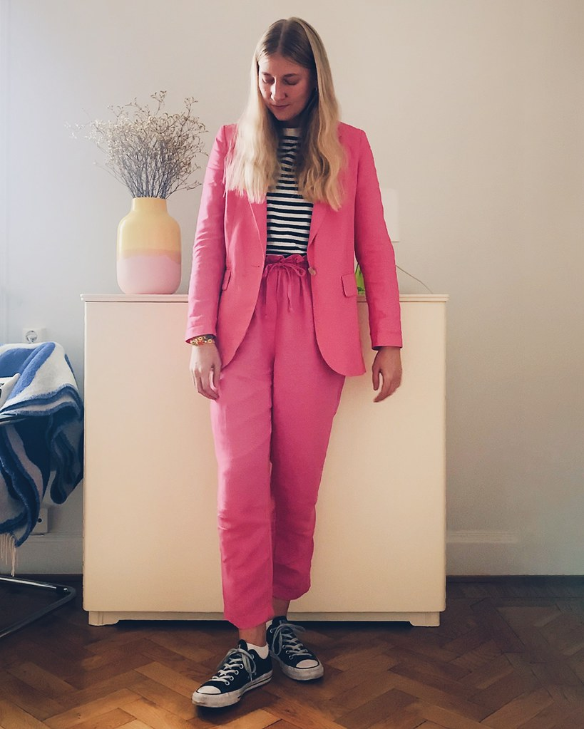 rosa kostym