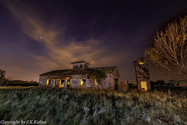 A Nocturnal in an abandoned ruins .., Una Nocturna en unas ruinas abandonadas..