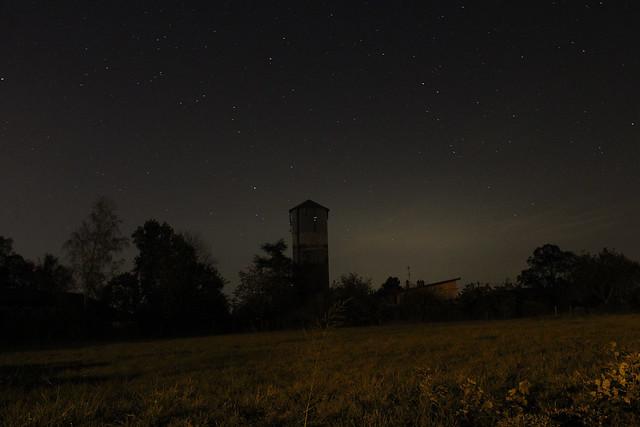 Château d'eau sous les étoiles