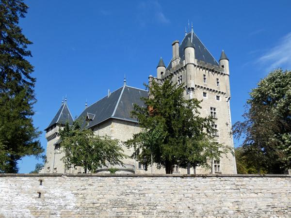 château près de sainte Julie