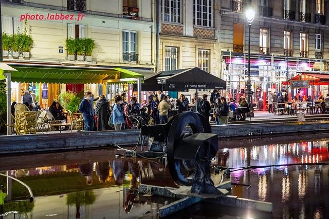 Vie nocturne à Paris, place Beaubourg