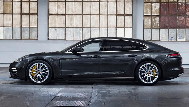 2021-Porsche-Panamera-15