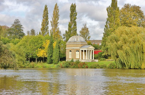 davidgarrick templetoshakespear trees riverthames eastmolesey dome clouds steps collenades colonnades