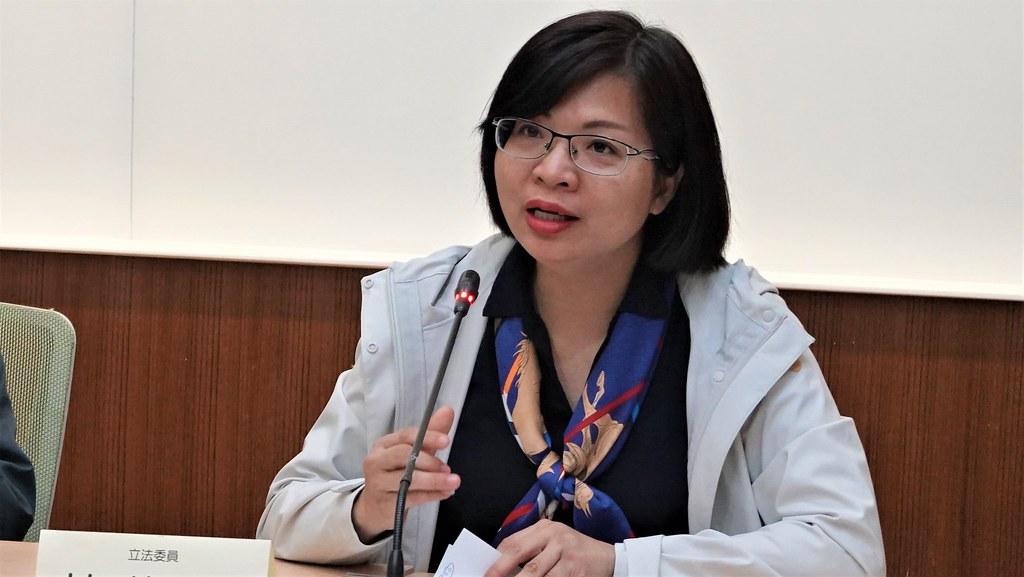 立委林淑芬今(20日)舉行記者會,指出LG兩款塑膠地墊塑化劑嚴重超標。孫文臨攝