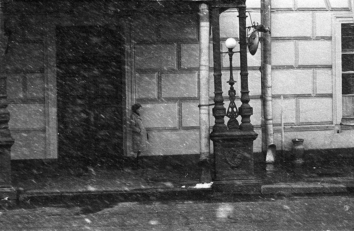 1950-е. Первый снег. У служебного подъезда Большого театра. (2)
