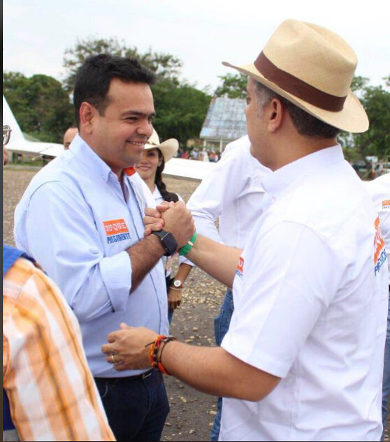El piloto del Cartel de Sinaloa, se jactaba de la relación de su hermano, Hernán Gómez Niño, con Iván Duque y exhibía fotografías de ellos en su cuenta personal de Facebook.