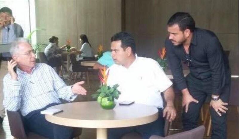 El 12 de marzo de 2018, el piloto del Cartel de Sinaloa y su hermano dialogan con su jefe Álvaro Uribe Vélez.