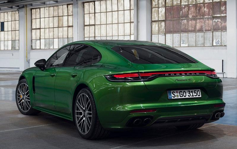 2021-Porsche-Panamera-7