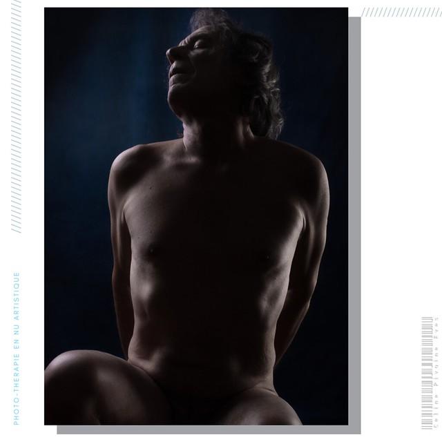 Christian InstinctPhoto est d'abord photographe. Sa deuxième séance fut l'occasion d'expérimenter mes délires actuels, en tissu et perruque. 