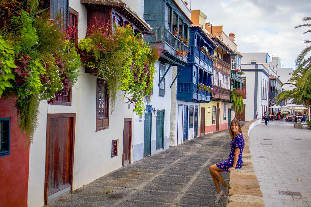 Coloridos balcones en la Avenida Maritima de Santa Cruz de La Palma