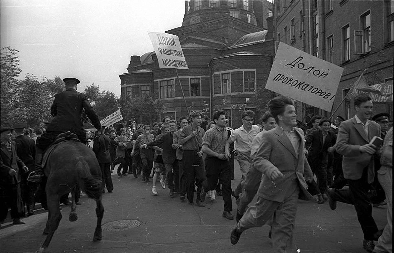 1958. Разгром посольства ФРГ на Большой Грузинской в отместку за разгром Советского посольства немецкими и венгерскими студентами в ФРГ (1)