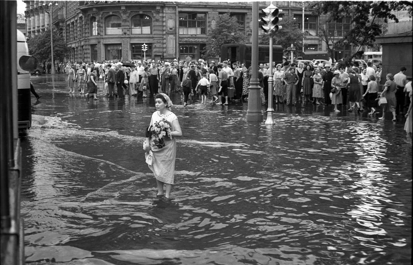 1950-е. После большого дождя. Площадь Свердлова