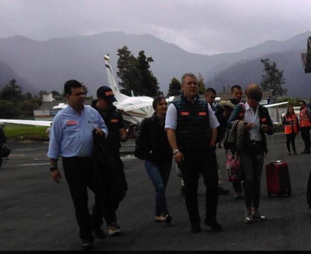 De izquierda a derecha: Hernán Gómez Niño, hermano del piloto del Cartel de Sinaloa; el ex periodista Juan Pablo Bieri, la actual jefe de Gabinete de la Presidencia, María Paula Correa, el candidato Iván Duque y Alicia Arango, hoy ministra del Interior.
