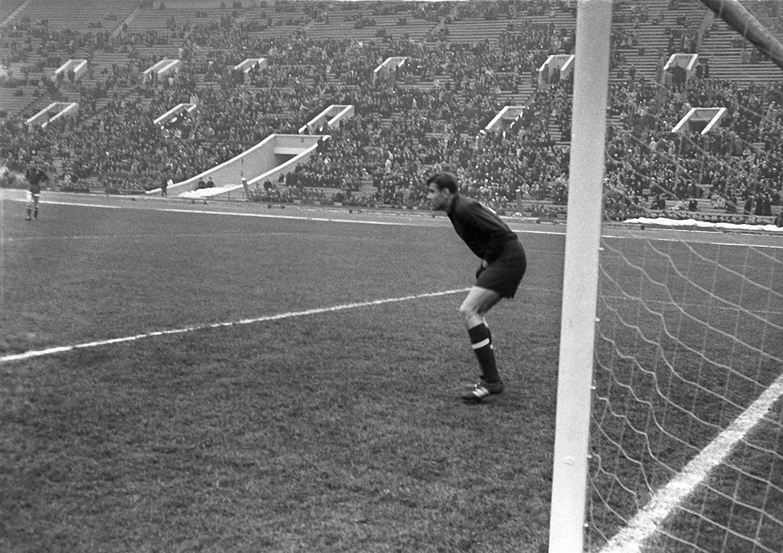 1958. Лев Яшин. Товарищеский матч СССР – Англия