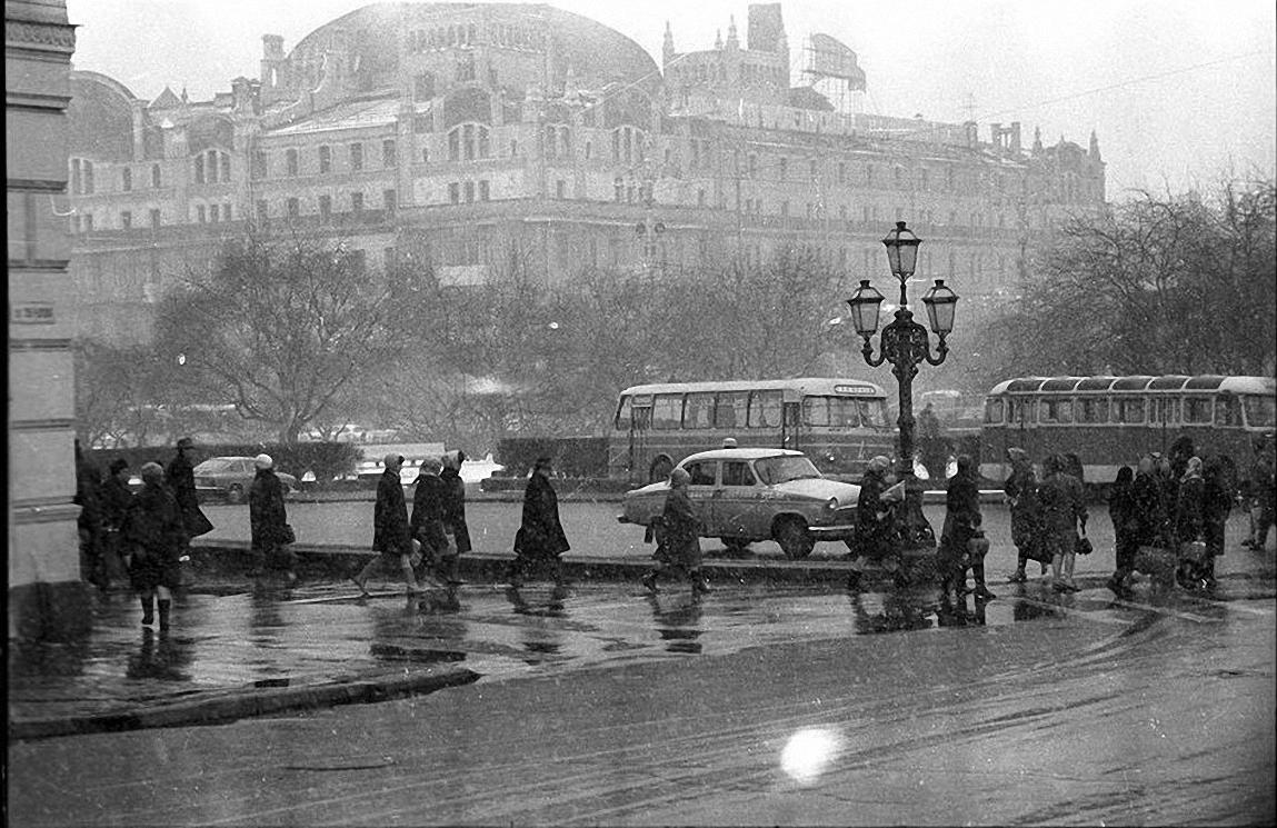 1950-е. Первый снег. Площадь Свердлова