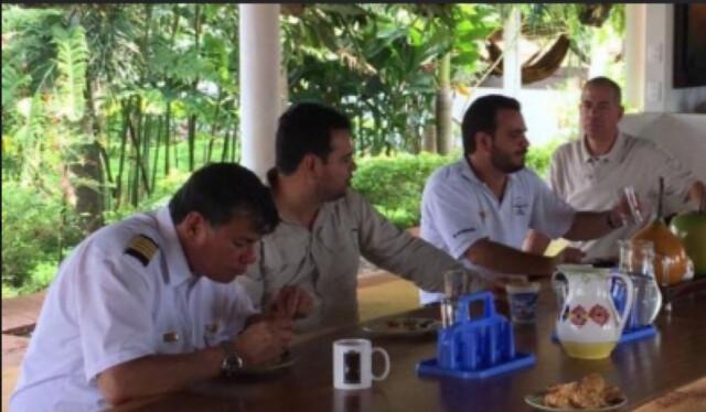 De izquierda a derecha: Juan Carlos Niño Cataño, tio; Hernán Gómez Niño, hermano mayor; y Samuel David Niño Cataño, piloto del Cartel de Sinaloa.