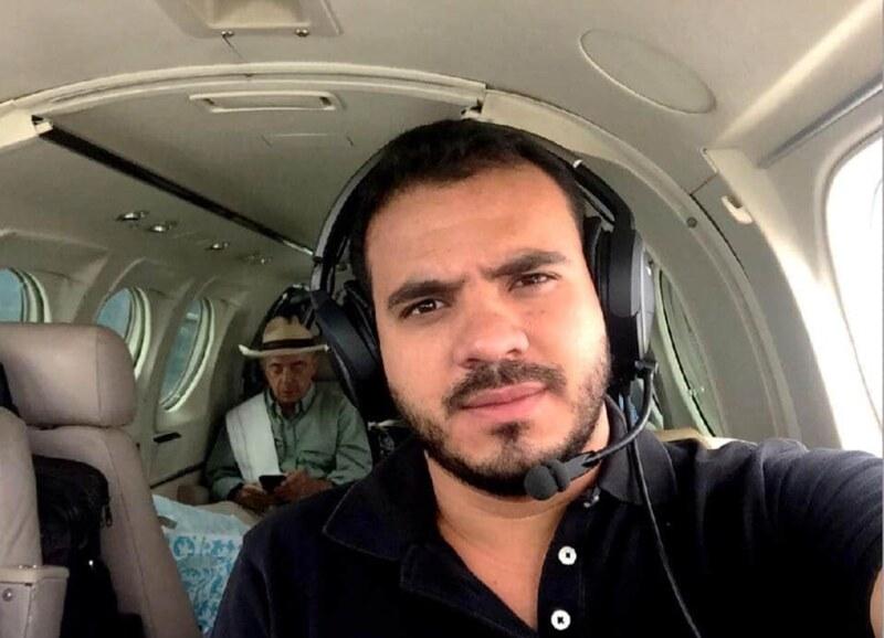 Samuel David Niño acompañaba al ex presidente Álvaro Uribe en su campaña para reelegirse como senador en 2018 en distintos trayectos por Colombia y era usual que se tomara fotografías con él.
