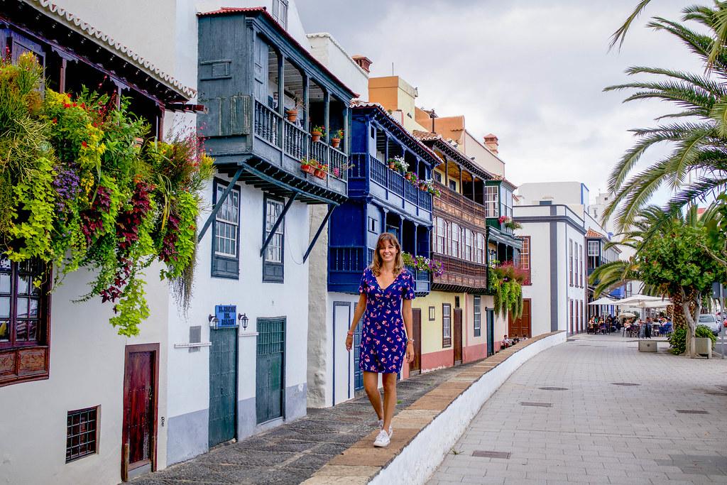 Balcones canarios en la Avenida Maritima en Santa Cruz de La Palma