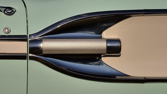 'Rocket' side trim, 1958 Pontiac Bonneville two-door hardtop, Toronto Queensway..